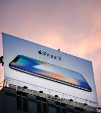 Workers finish putting up a new iPhone X billboard above Union Square in advance of the iPhone X launch on November 3, 2017, in San Francisco, California. Apple's flagship iPhone X hits stores around the world as the company predicts bumper sales despite the handset's eye-watering price tag, and celebrates a surge in profits. / AFP PHOTO / Elijah Nouvelage